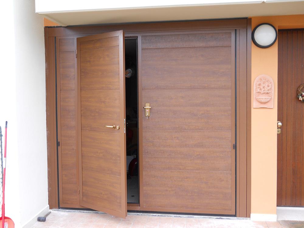 basculante pannelli finto legno scuro, porta pedonale - Edilbox - Forlì Cesena