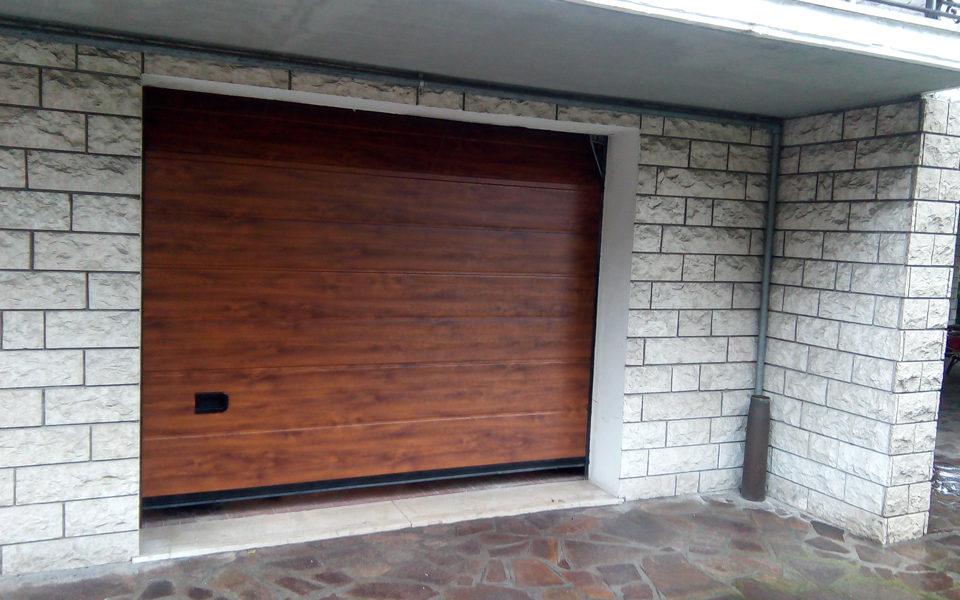 Portone sezionale finto legno - Edilbox snc - Forlì Cesena - Rimini - Ravenna - Faenza - Imola